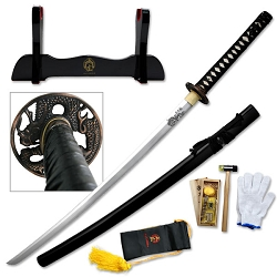 Hand Forged High Carbon Steel Samurai Sword With Engraved Dragon